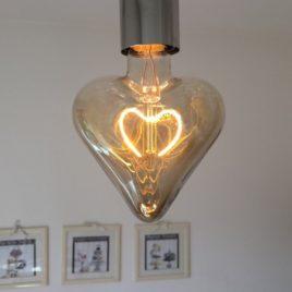 Lampada Led a cuore per San Valentino 5w 150 lumen Dimmerabile